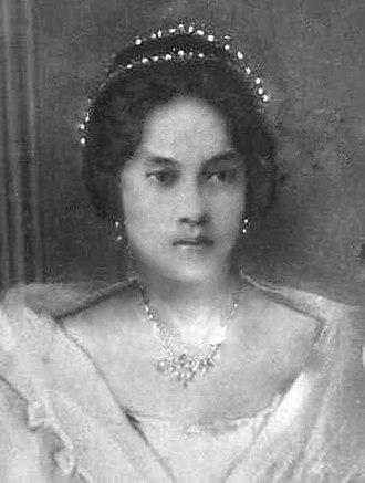 Principalía - An Ilongga-Spanish mestiza (mixed{{nbhyph}}race) woman belonging to the principalía.