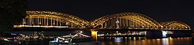 Köln bei Nacht, Blick auf die Hohenzollernbrücke.jpg