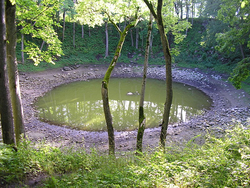 File:Kaali main crater on 2005-08-10.3.jpg