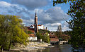 Kleine Isar und St. Martinskirche und Burg Trausnitz, Landshut.jpg