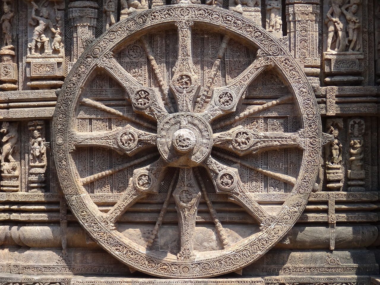 1280px-Konark_Sun_Temple_Wheel.jpg (1280×960)