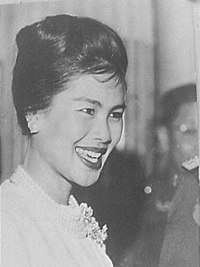 Koningin Sirikit van Thailand (kop).jpg