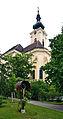 Kruzifix mit Ober Sankt Veiter Pfarrkirche.jpg