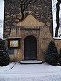 Kyje, kostel svatého Bartoloměje, brána.jpg