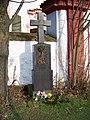 Lštění, kostel svatého Klimenta, kříž u brány.jpg