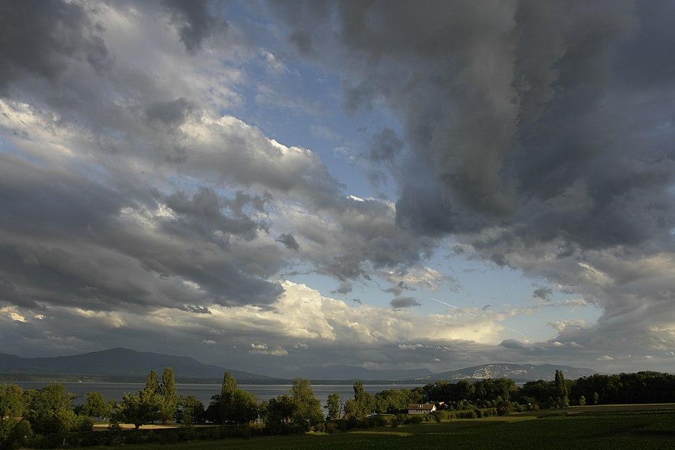 Lac Léman depuis la Côte avec les Voirons et le Salève au fond