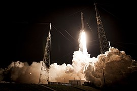 Launch of Falcon 9 carrying CRS-5 Dragon (16699496805).jpg