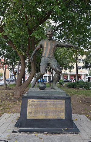 Lefter Küçükandonyadis - Statue of Lefter Küçükandonyadis at Yoğurtçu Park, close to Şükrü Saracoğlu Stadium, in Kadıköy, Istanbul.