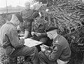 Legermanoeuvres in West Duitsland , soldaten in actie aangetast, Bestanddeelnr 906-7368.jpg