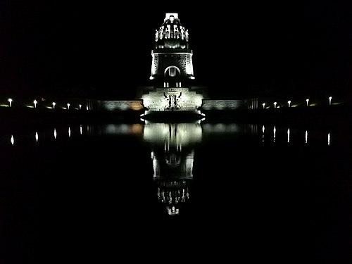 Leipzig people battle monument by night.jpg