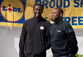 Darren Campbell (rechts) met Linford Christie in 2009.