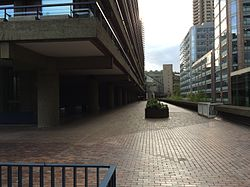 London, Barbican Estate, 2015-2.JPG