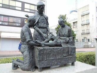 Luis de Almeida (missionary) - Bronze statue in front of the Almeida Memorial Hospital in Ōita