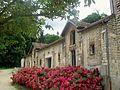 Méry-sur-Oise (95), communs du château.jpg