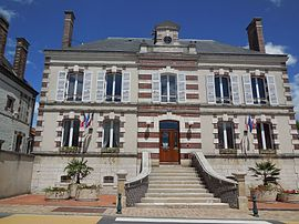The town hall of Douchy-Montcorbon