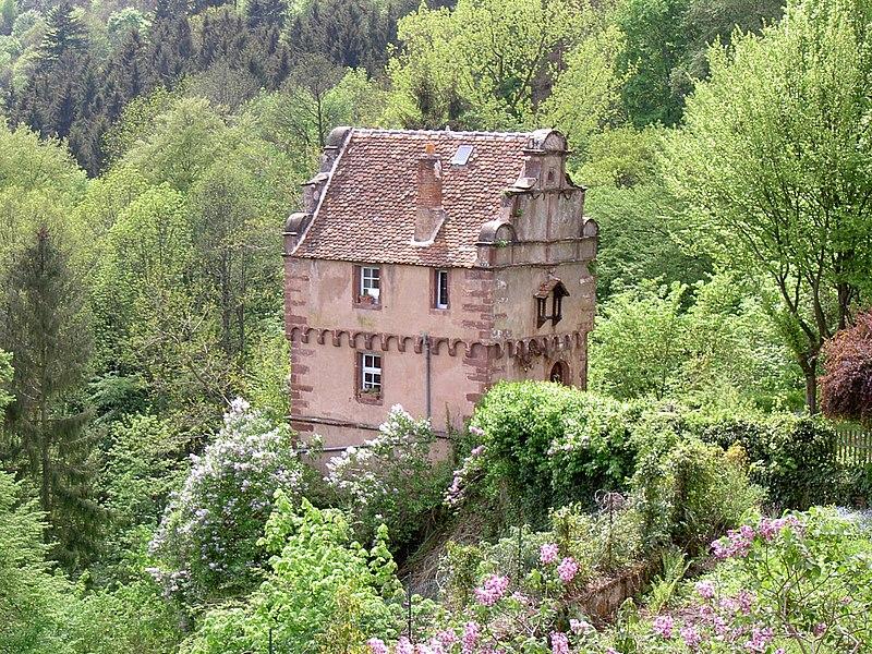 File maison des pa ens la petite pierre bas rhin wikimedia commons - Photo de petite maison ...