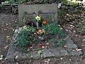 Malá Skála - hrob Jarmily Glazarové na lesním hřbitově (1).jpg