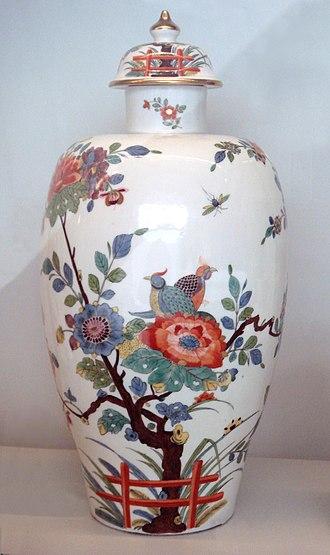 "Kakiemon - Meissen hard porcelain vase, 1735. Indianische Blume (""Flowers of the Indies"") in imitation of the Kakiemon style of Arita porcelain, Japan."