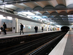 Champs-Élysées – Clemenceau (Paris Métro) - Image: Metro Paris Ligne 1 station Champs Elysees Clemenceau 01