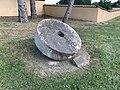 Meule moulin Cassevesce St Cyr Menthon 1.jpg