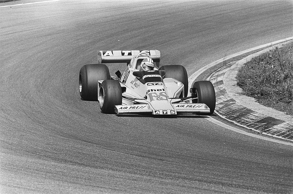 Michael Bleekemolen test ATS-wagen voor Grand Prix op Zandvoort Bleekemolen in , Bestanddeelnr 929-8578