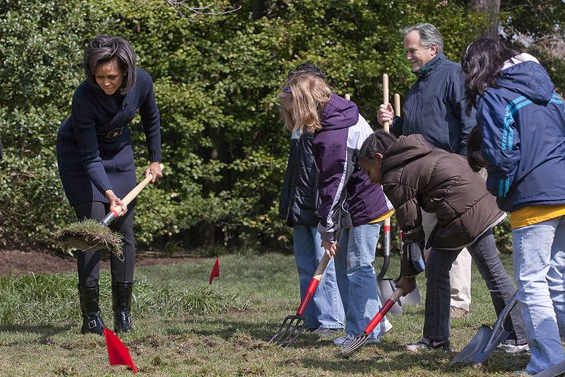 File:Michelle Obama breaks ground on White House Kitchen Garden 3-20-09 1.jpg