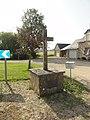Mont-Saint-Jean (Sarthe) croix à La Boëlle.jpg