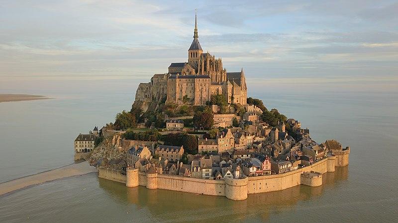 Fichier:Mont-Saint-Michel vu du ciel.jpg