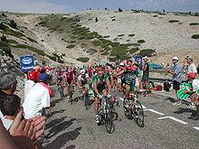 Un passaggio del Tour sul Mont Ventoux, si noti la quasi totale assenza di vegetazione