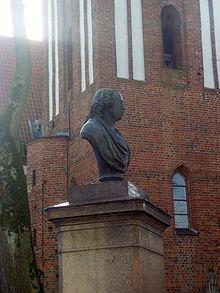 Das Herder-Denkmal in Mohrungen (Quelle: Wikimedia)