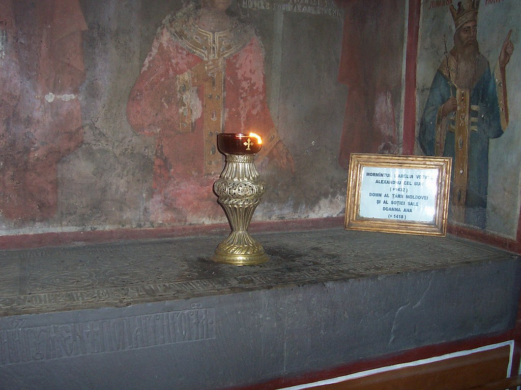 File Mormintul Lui Alexandru Cel Bun Si A Sou00c5u00a3iei Ana In Cadrul