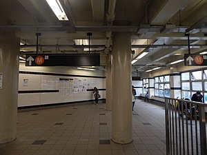 Myrtle–Wyckoff Avenues (New York City Subway) - The upper mezzanine