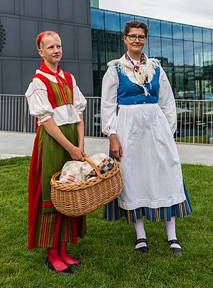 National Costumes Finland 06.jpg