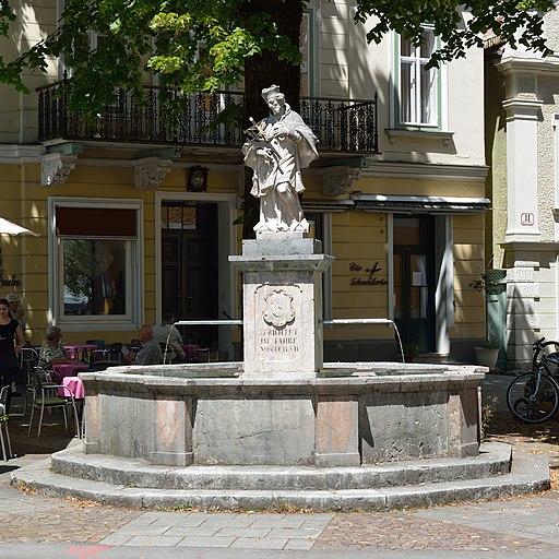 Nepomukbrunnen Kreuzplatz Bad Ischl DSC 3342w