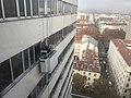 Nettoyage des vitres au Britannia (Lyon).jpg