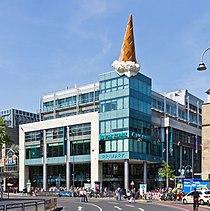 Neumarkt-Galerie, Köln mit Skulptur Dropped Cone - Claes Oldenburg und Coosje van Bruggen-8364.jpg
