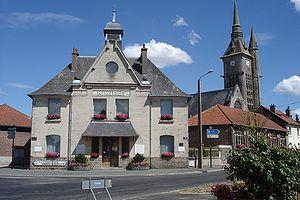 Neuville-Saint-Vaast - Town hall and the church