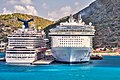 Oasis of the Sea and Carnival Dream HDR (8575654403).jpg