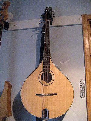 Octave mandolin - Image: Octave 2edit