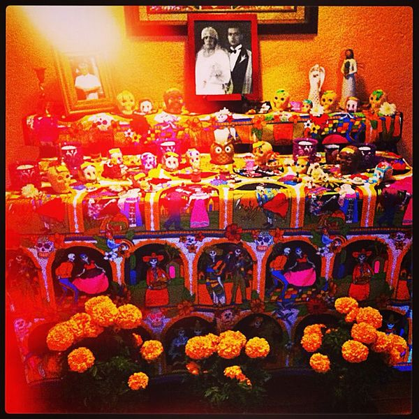 Altar Day Of The Dead Dogs Candals