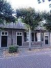 foto van Landarbeidershuisje onder een zadeldak met de nrs 18 en 22