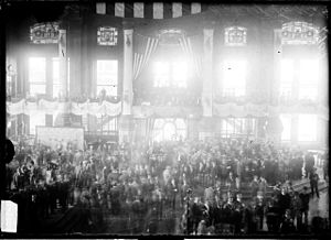 Chicago Board of Trade Building - Crowd gathered in a room in the Board of Trade, 1909