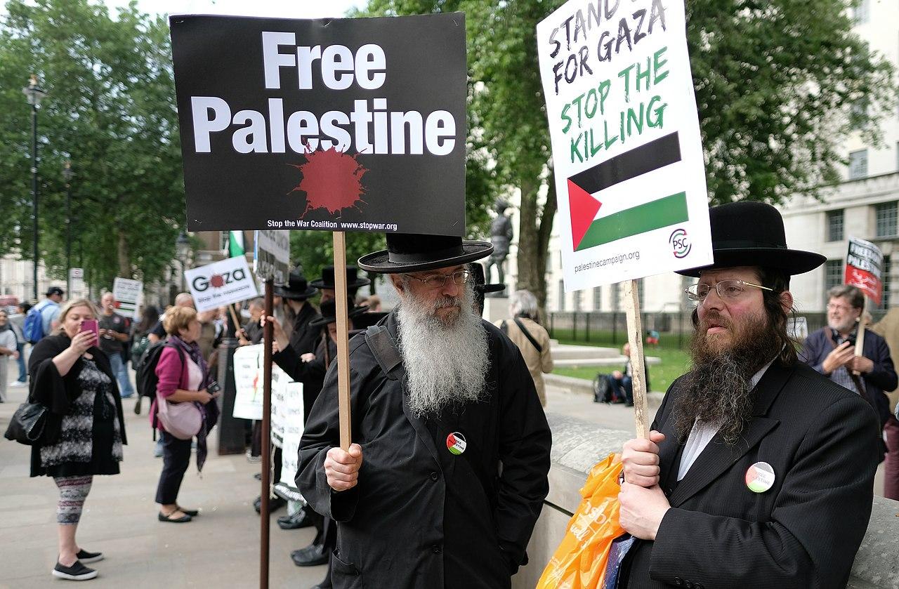 Orthodox Jews, Whitehall, London 2018.jpg