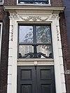 foto van Huis door Philips Vingboons met gevel snijraam, -hek en roedenverdeling