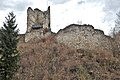 Pörtschach Burgruine Leonstein südöstliche Schildmauer mit Bergfried 24032014 3719.jpg