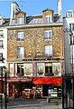 P1010161 Paris V Rue Mouffetard maison décorée reductwk.JPG
