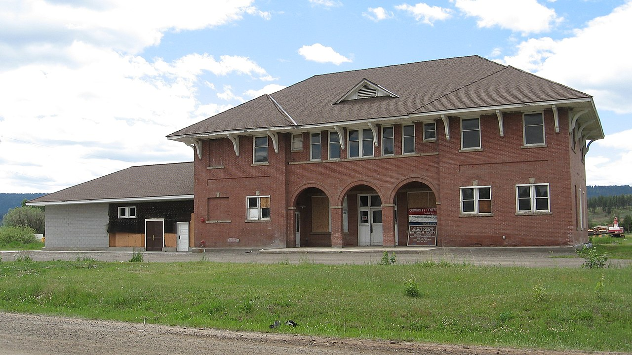 File:Pacific and Idaho Northern Railroad Depot, New Meadows, Idaho.jpg ...