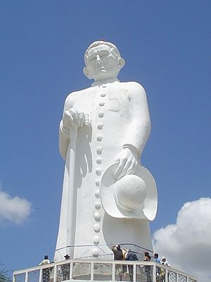 Estátua do Padre Cícero na colina do Horto. - Juazeiro do Norte