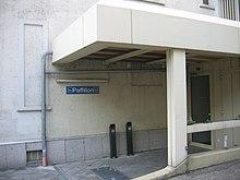 Loc de de a fumat amenajat în Germania, în fața birourilor unei autorități publice