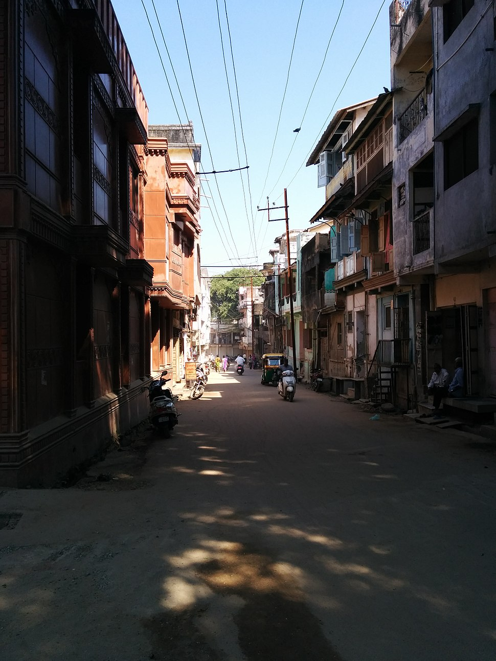 Patthar Sadak, Palanpur